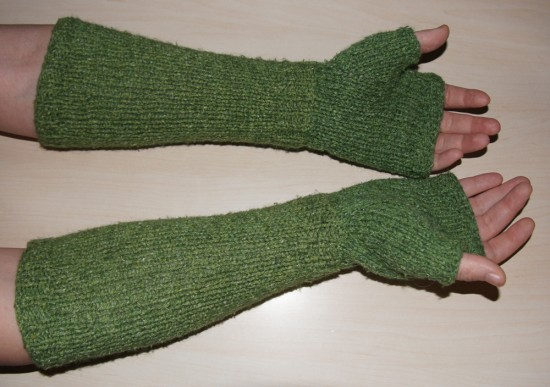 fluffygloves 550x387 Fluffy Fingerless Gloves